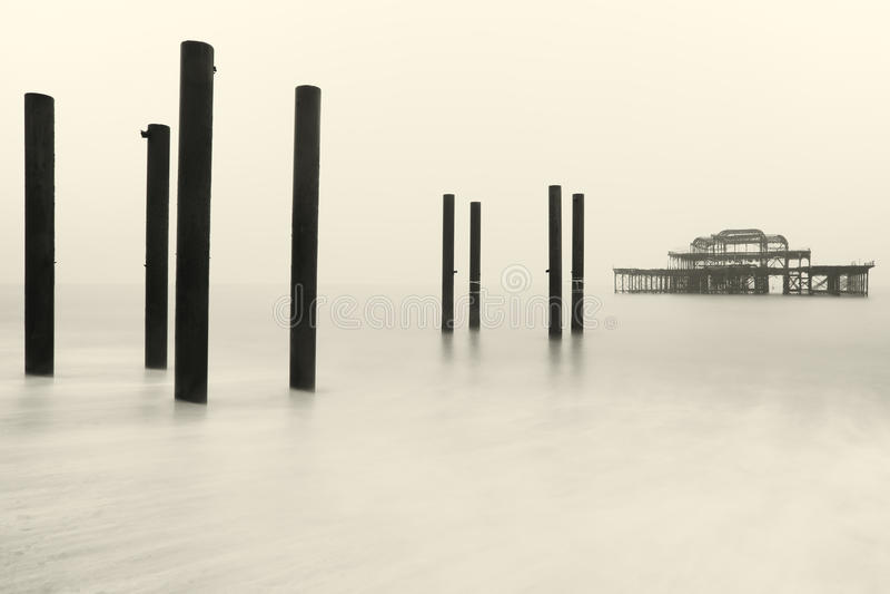 Brighton West Pier i vinter arkivfoto