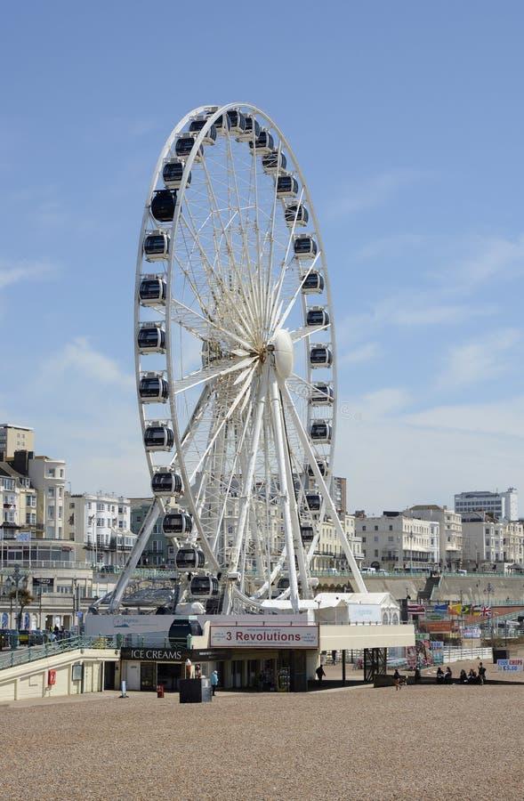 Brighton Wheel en strand engeland stock fotografie