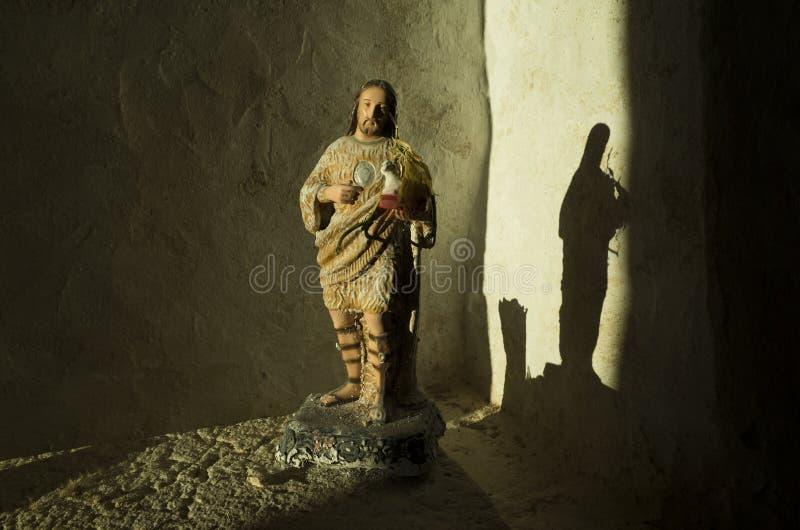 Brilho claro bonito na estátua de Jesus fotografia de stock