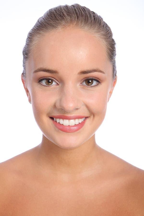 Briljante gelukkige glimlach van mooie jonge vrouw stock afbeelding