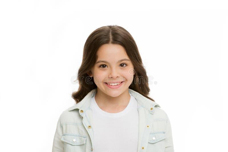 Briljante Glimlach Kind die witte glimlach geïsoleerde witte achtergrond charmeren Lange krullende het haar vrolijke gelukkig van royalty-vrije stock afbeelding