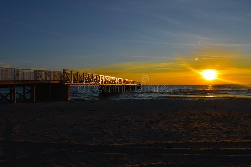 Briljante zonsopgang over de wateren van Meer Huron stock afbeelding