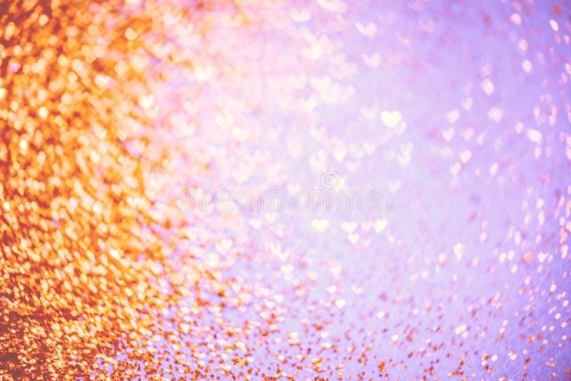 Brillo festivo de oro con el fondo del bokeh de los corazones imágenes de archivo libres de regalías