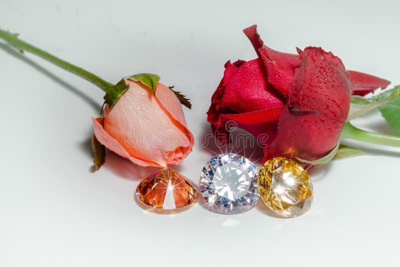 Brillo pendiente ligero en las piedras preciosas coloridas foto de archivo libre de regalías