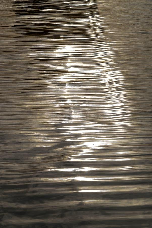 Brillos en agua imagen de archivo