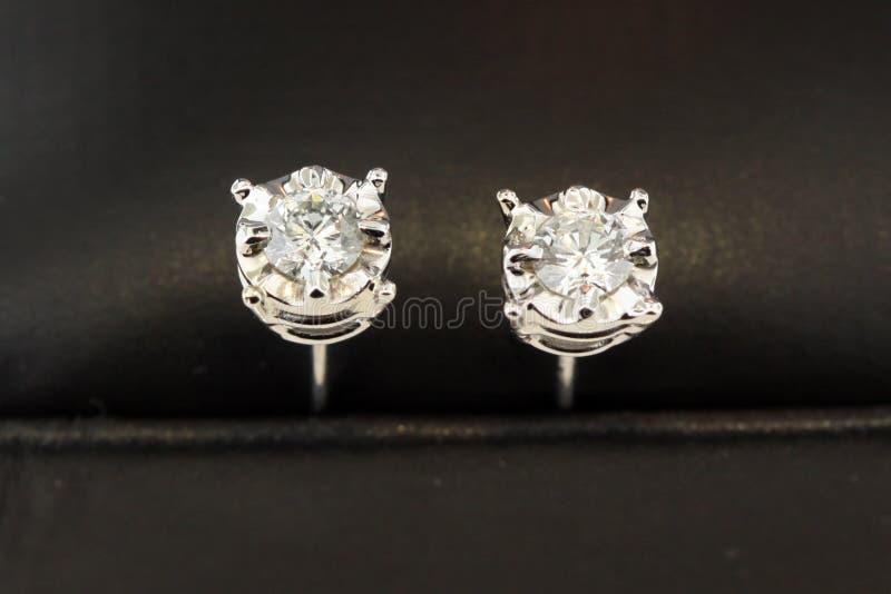 Brincos do parafuso prisioneiro do diamante fotografia de stock