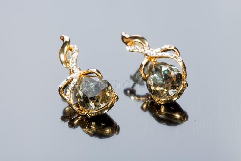 Brincos dos diamantes da pera imagem de stock royalty free