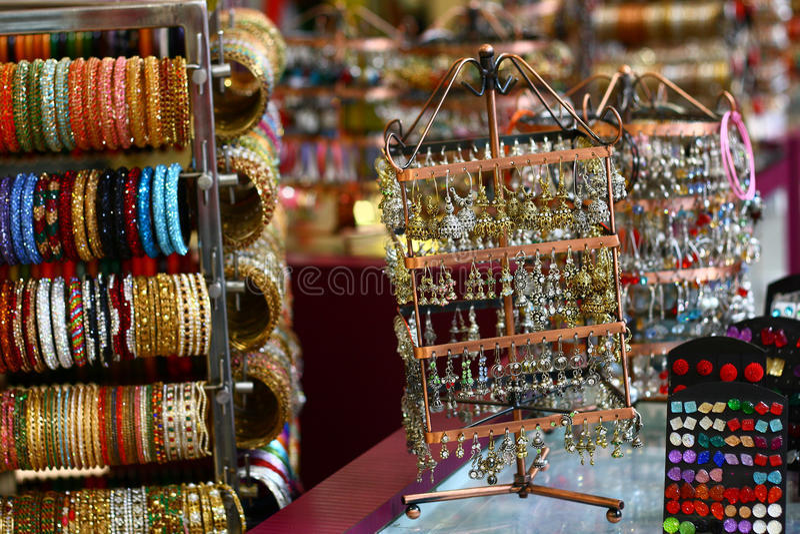 Brincos e acessórios do desenhador de India foto de stock royalty free