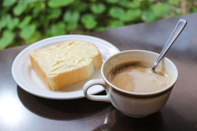 Brinde da xícara de café com manteiga fotografia de stock
