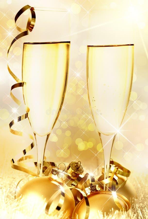 Brinde de Champagne por o ano novo imagens de stock