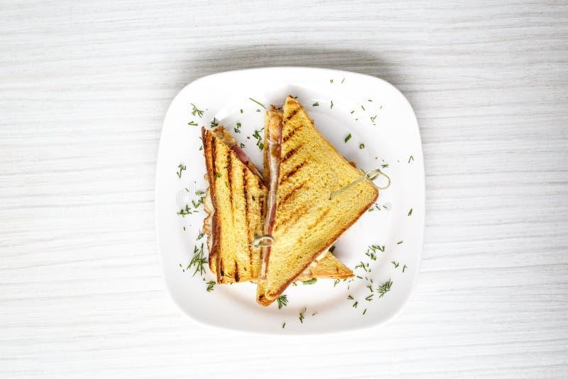 Brinde do sanduíche grelhado com queijo e tomates fotos de stock royalty free