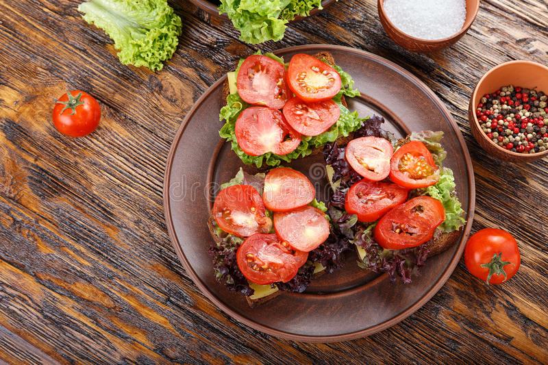 Brindes com tomate fresco foto de stock