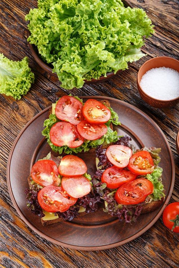 Brindes com tomate fresco imagens de stock royalty free