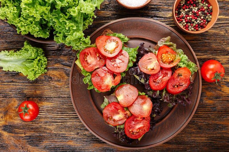 Brindes com tomate fresco fotos de stock
