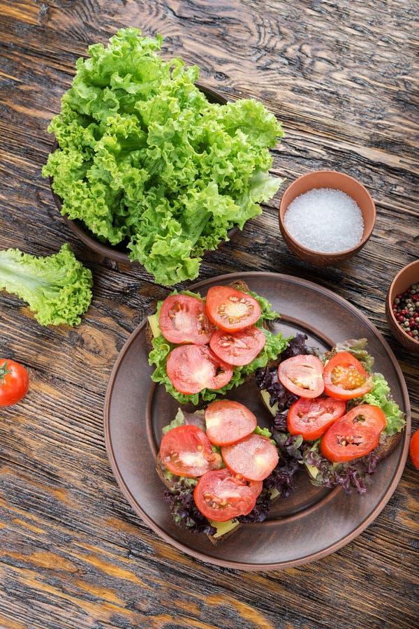 Brindes com tomate fresco fotografia de stock