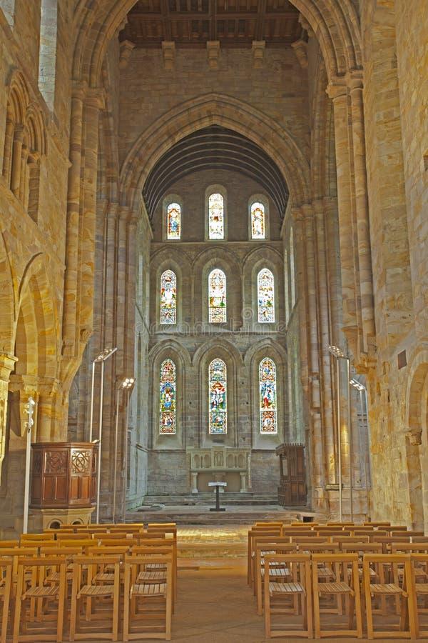Brinkburn priorskloster - inre av kyrkan arkivbild