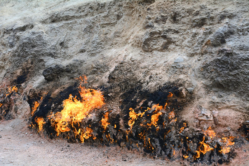 Brinnande berg, Yanar Dag, Azerbajdzjan arkivfoton