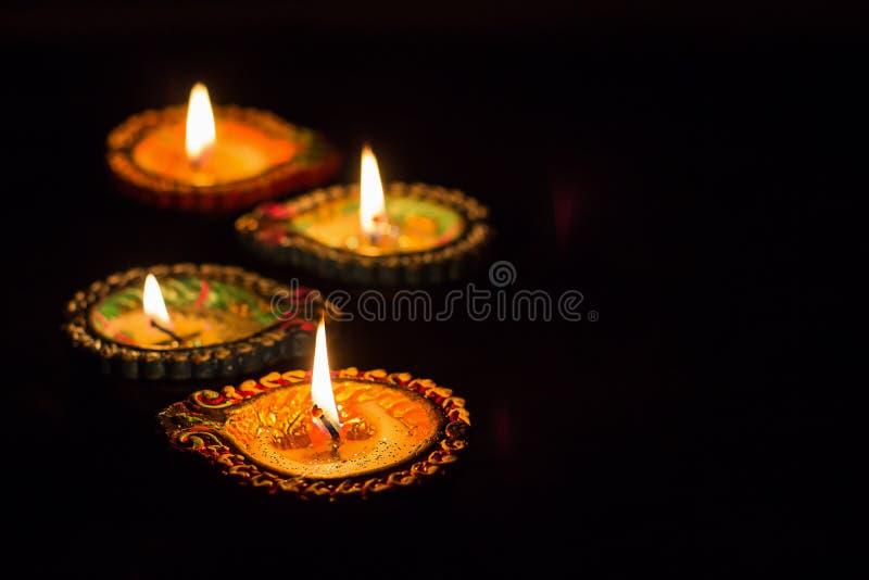 Brinnande färgrik för diyalampa för lera fyra Diwali beröm Svart b fotografering för bildbyråer