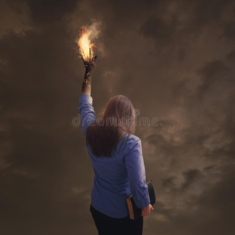 Brinnande hand med bibeln royaltyfria bilder