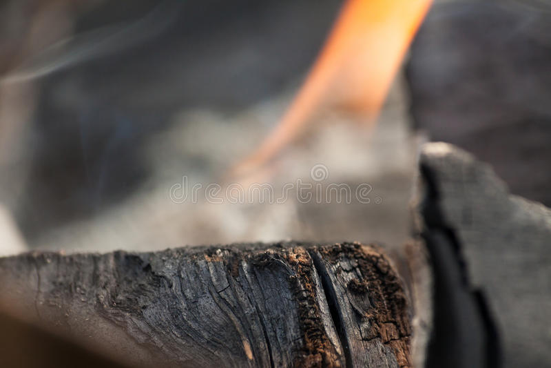 Brinnande koltextur arkivfoton