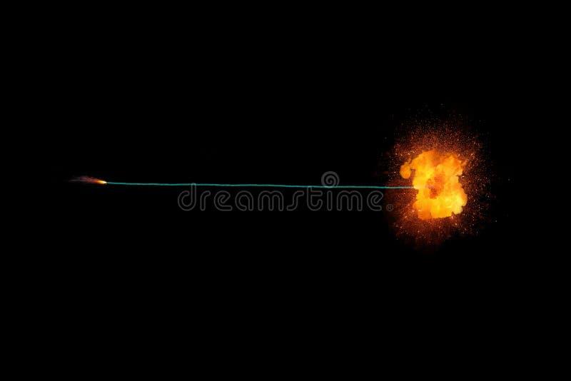 Brinnande säkring med realisic brännhet explosion på slutet royaltyfria foton