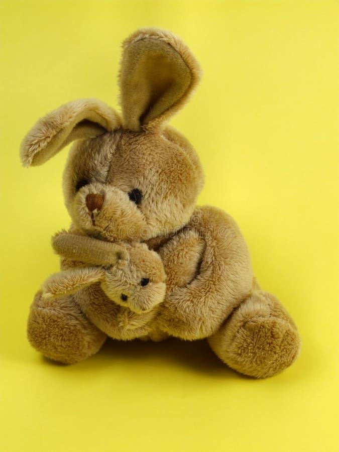 Brinquedo cuddly do coelho de coelho imagens de stock