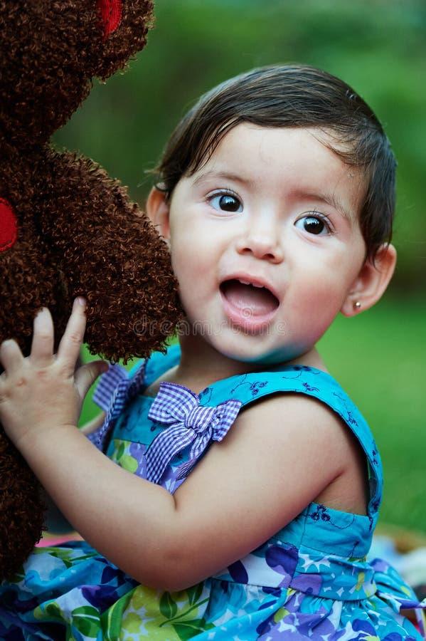 Brinquedo do abraço da menina imagens de stock royalty free