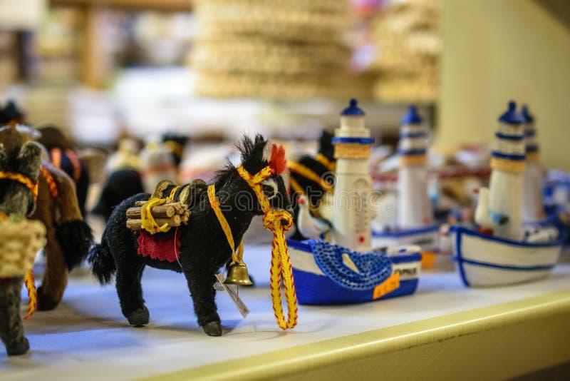 Brinquedo do asno na loja em Larnaca, Chipre fotos de stock