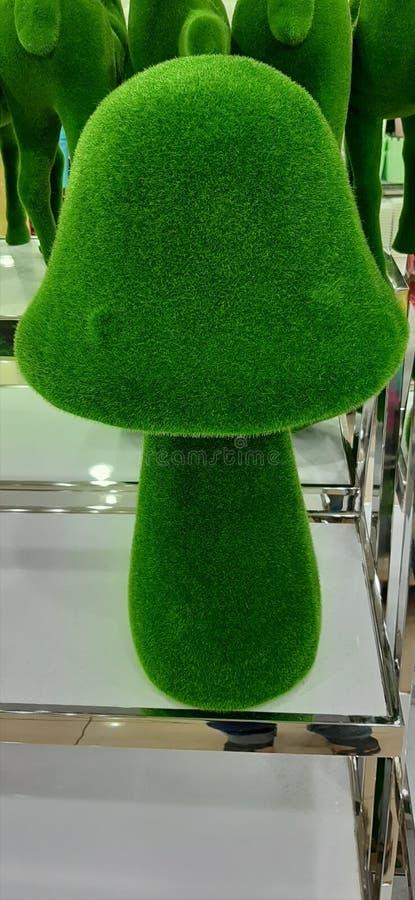 Brinquedo do cogumelo da grama imagem de stock royalty free