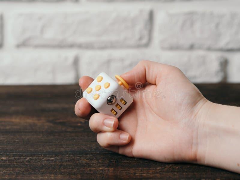 Brinquedo dos dedos do esforço do cubo da inquietação imagem de stock royalty free
