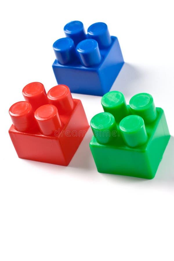 Brinquedo isolado colorido dos blocos de apartamentos foto de stock royalty free