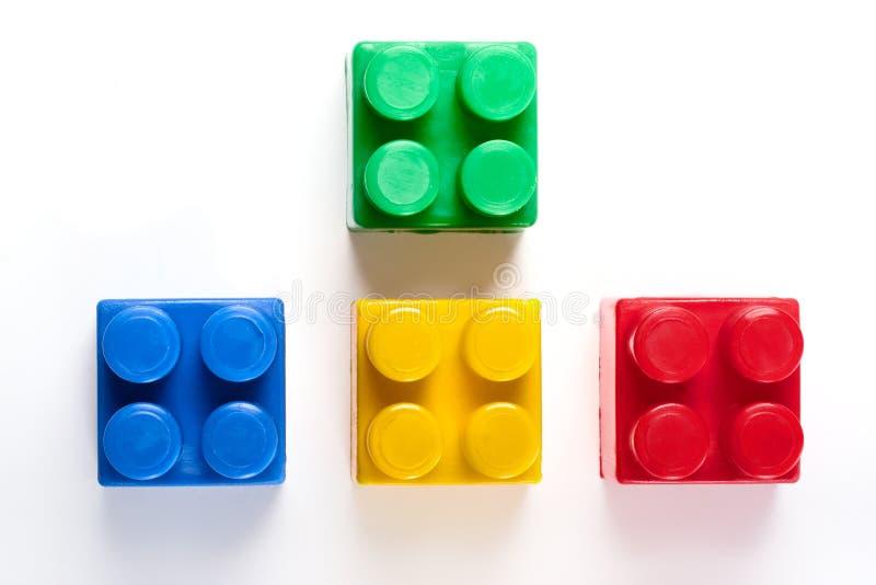 Brinquedo isolado colorido dos blocos de apartamentos imagens de stock royalty free