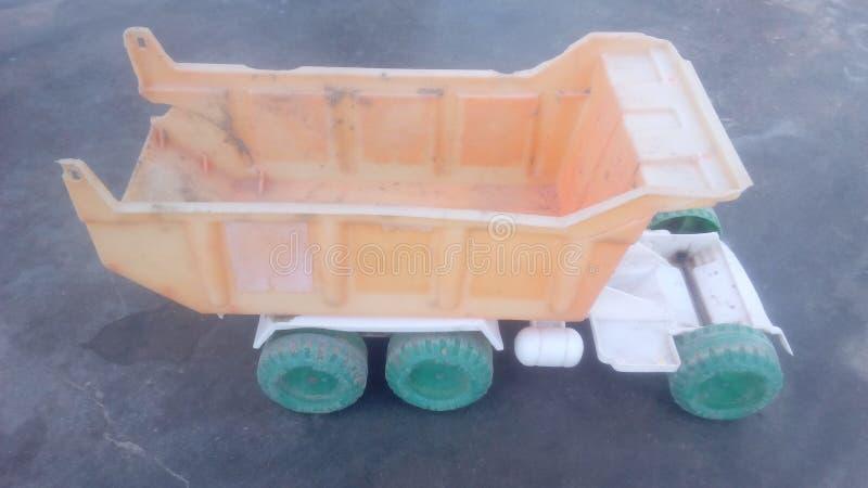 brinquedo velho do caminhão fotografia de stock