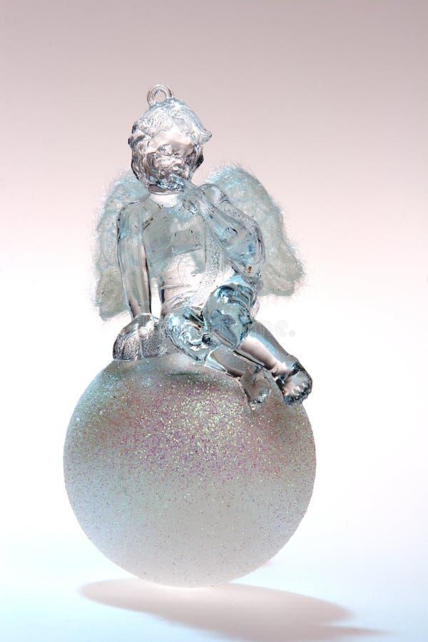 Brinquedos, anjo branco na esfera imagem de stock