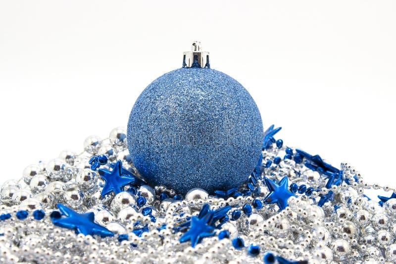 Brinquedos azuis do abeto do Natal fotos de stock royalty free