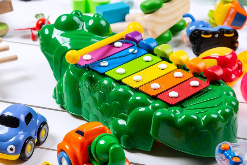 brinquedos coloridos Ajuste dos brinquedos das crian?as diferentes imagens de stock royalty free
