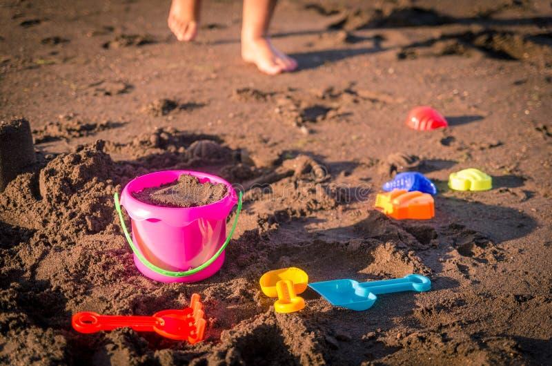 Brinquedos da praia das crianças foto de stock