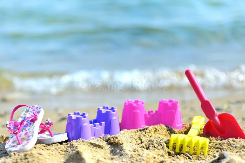 Brinquedos da praia das crianças fotografia de stock royalty free