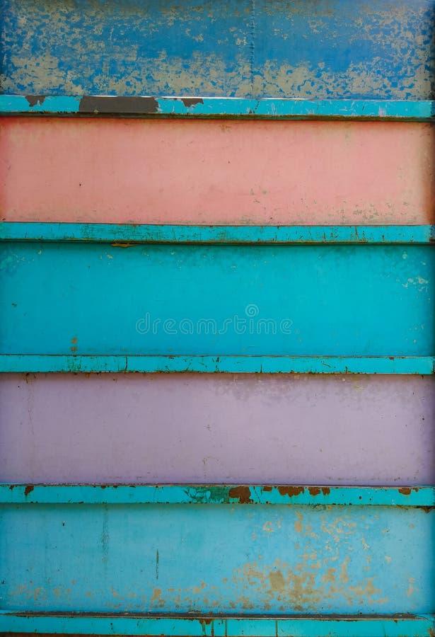 Brinquedos de escalada pintados da parede de aço usados como a parte traseira fotos de stock royalty free