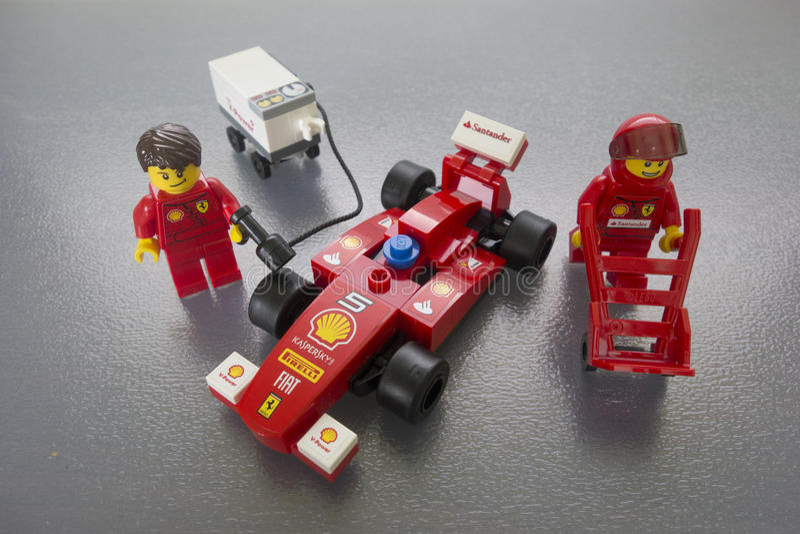 Brinquedos de Ferrari Lego do escudo fotografia de stock royalty free