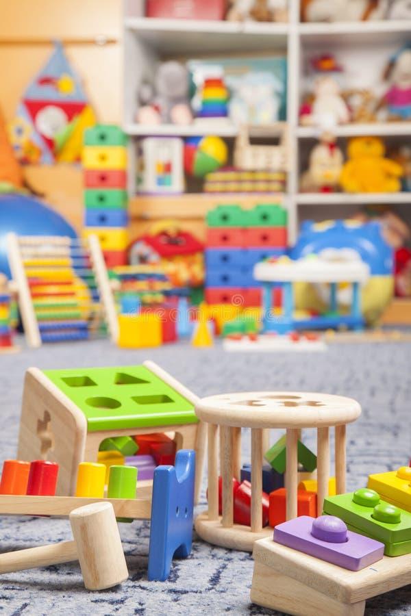 Brinquedos de madeira da cor imagens de stock