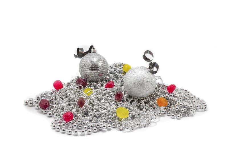Brinquedos de prata do abeto do Natal fotos de stock royalty free