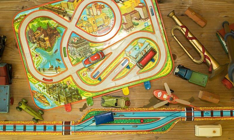 Brinquedos do vintage Brinquedos para meninos Brinquedos retros Projeto liso foto de stock
