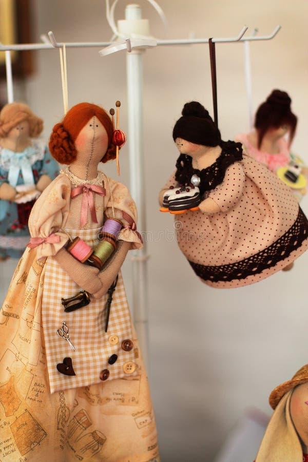Brinquedos feitos a mão bonitos como um presente fotos de stock