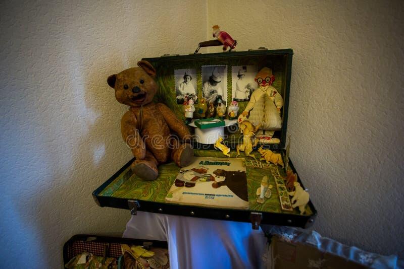 Brinquedos macios dos animais dos brinquedos das crian?as idosas feitos na Uni?o Sovi?tica na URSS fotos de stock