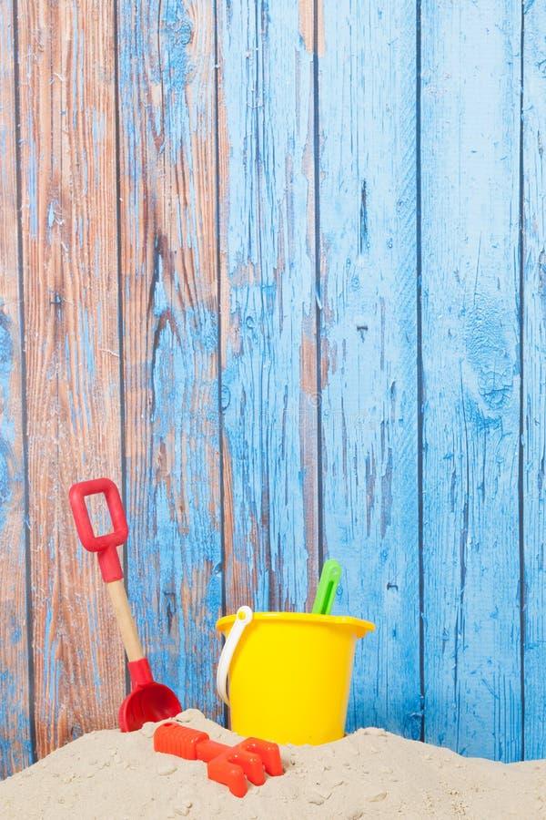 Brinquedos na praia fotografia de stock royalty free