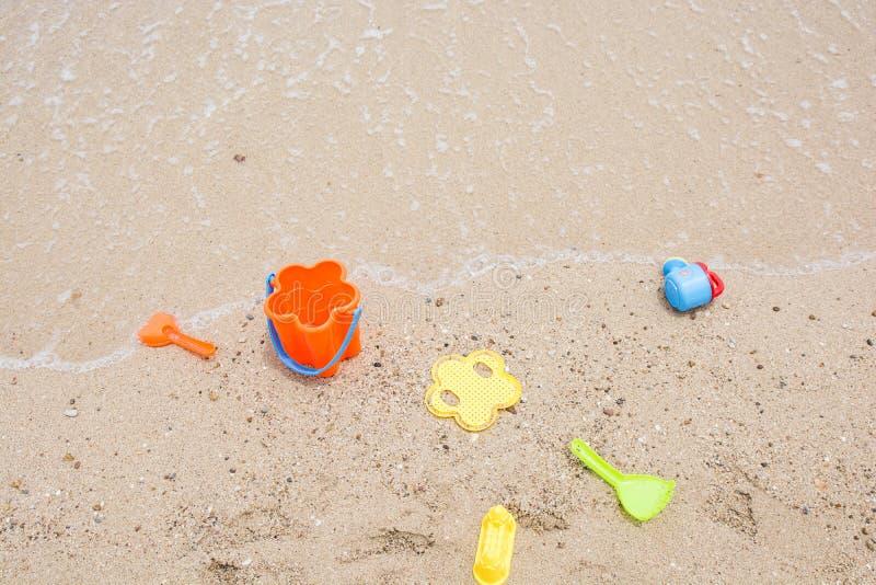 Brinquedos para as caixas de areia das crianças imagens de stock