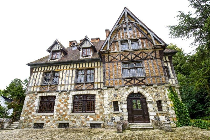 Brionne - Oud huis stock foto
