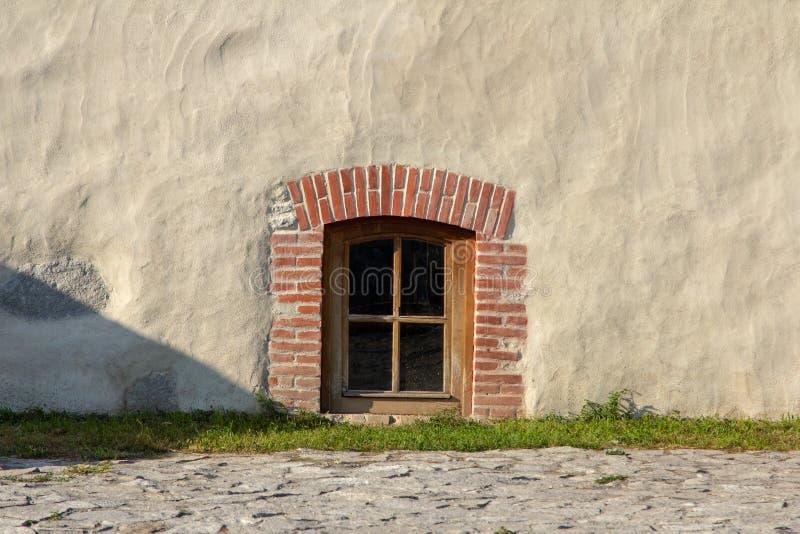 Brique rouge et fenêtre image stock