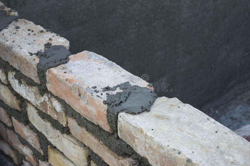 Brique s'étendant, maçonnerie écartant un joint 2 de lit images libres de droits